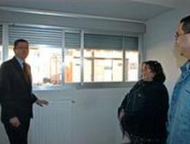 Gallardón entrega las llaves de 141 viviendas de protección en el Ensanche de Carabanchel