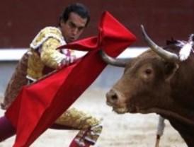 San Isidro cumple los pronósticos: primer festejo y primer petardazo y olé