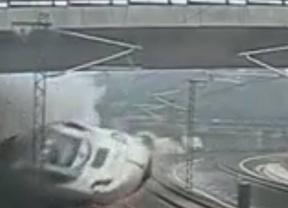 El maquinista hablaba con Renfe a 153 kilómetros por hora en el momento del accidente
