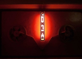 Cierra el Cine Alba, la última sala X de Madrid