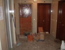IU denuncia que la EMVS tapia los pisos sin alquilar de la promoción de Sanchinarro