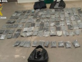 Tres detenidos y 23 kilos de cocaína interceptados en el aeropuerto de Madrid-Barajas