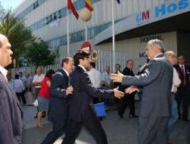 Protestas de la oposición y boicot a Güemes en el Hospital de Móstoles