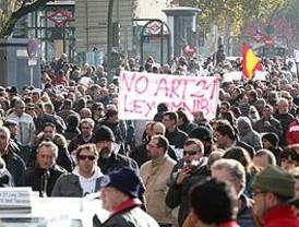 La protesta de taxistas deriva en colapso e incidentes