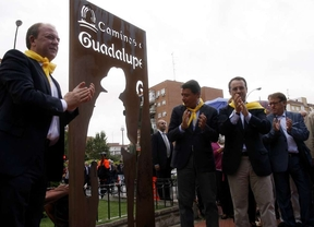 González y Monago inauguran el Camino Real de Guadalupe a su paso por Móstoles