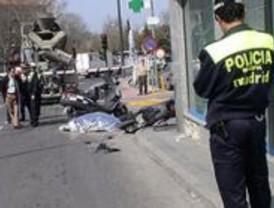 Muere una motorista al ser atropellada por un camión hormigonera en Moncloa