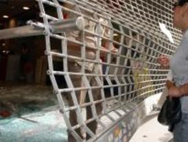 Roban dos coches de lujo en un concesionario de San Fernando mediante alunizaje