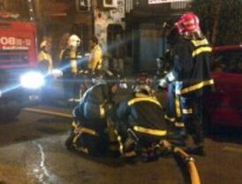 Rescatadas tres jóvenes en un incendio