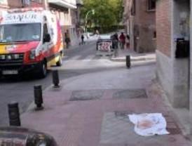 Una joven da a luz en la calle