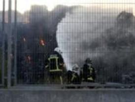 Arden 7.000 toneladas de papel en un polígono de Fuenlabrada