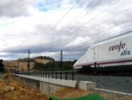 Rajoy anuncia que el AVE entre Madrid y Galicia estará en 2018