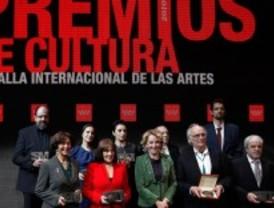 Aguirre entrega la Medalla Internacional de las Artes  y los Premios de Cultura 2010