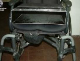 Detenido por robar en comercios y ocultar los efectos en su silla de ruedas