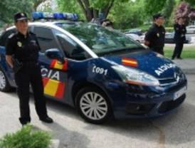 La Policía busca al hombre que secuestró por unas horas a una chica en Barajas