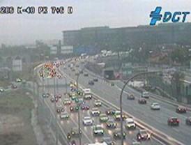 La niebla y la lluvia marcan el tráfico