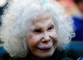 La duquesa de Alba se deja querer en Arganzuela