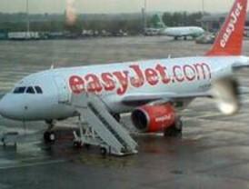 Motín de pasajeros por la cancelación de dos vuelos de EasyJet en Barajas