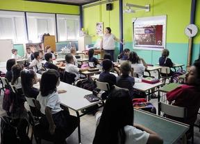 La Comunidad rechaza a maestros con décadas de experiencia