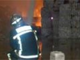 Incendio en un almacén de Velilla de San Antonio