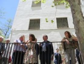 Botella visita una Ciudad de los Ángeles en rehabilitación