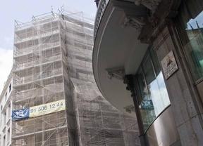 Herido grave un trabajador tras caerse de un edificio
