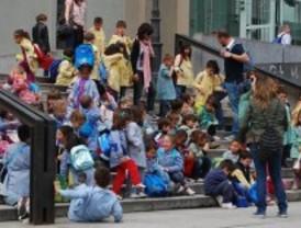 Reúnen 400 firmas para pedir más vigilancia en un colegio de Vallecas