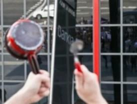 Cacerolada contra Bankia bajo las Torres Kio