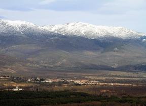 Sierra de Guadarrama con las cumbres nevadas