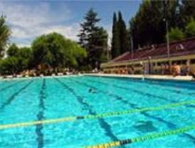 Varias piscinas públicas, cerradas por el mal tiempo