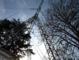 La torres eléctricas de Aravaca siguen sobre las casas