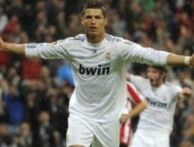 Cristiano Ronaldo salva con un gol de falta el estreno de Mourinho