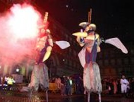 Los carnavales llegan a los distritos de la capital