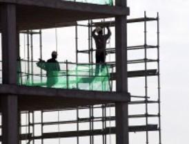 Un obrero, herido grave al caer desde un andamio situado a cinco metros de altura