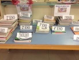 Un mercadillo de libros de texto, en Valdemorillo