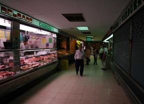 Una 'guerra' entre comerciantes amenaza el mercado de La Elipa