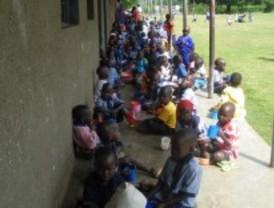 Pintura solidaria para 100 niños africanos