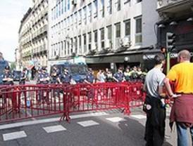 Un amplio dispositivo policial impide a los indignados acercarse al ayuntamiento de Madrid