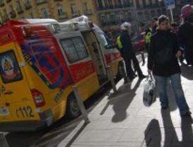 Herido grave un motorista tras chocar con un turismo en la calle Alcalá