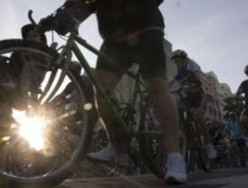 Ruta ciclista nocturna en la noche de San Juan