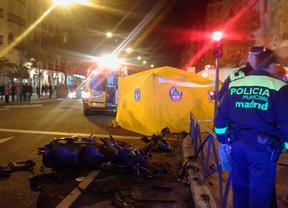 Dos heridos graves en un accidente de moto en la calle Narváez