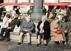 Personas mayores descansando