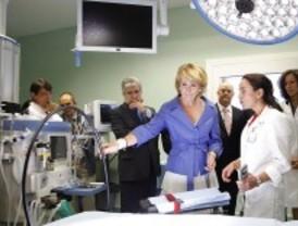 Aguirre inaugura el nuevo hospital de Torrejón preocupada por su coste