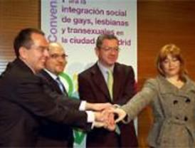 Madrid firma un convenio contra la discriminación de gays y transexuales