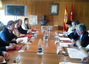 Reunión entre el ministro de Exteriores de Mongolia y Arturo Fernández en la Cámara de Comercio de Madrid.