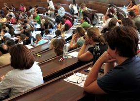 Opositores en la facultad de Derecho.
