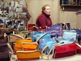 Una feria muestra el trabajo de mujeres artesanas de Madrid
