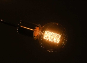 La luz subirá entre el 2% y el 4% en enero
