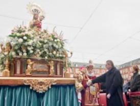 Gallardón agradece a la Virgen de la Almudena la celebración de la JMJ y el fin del terrorismo