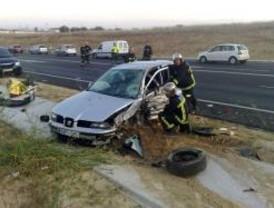 Grave colisión frontal de dos vehículos en Humanes