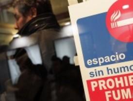 Varios hosteleros de El Álamo desafían al Gobierno y permiten fumar en sus bares